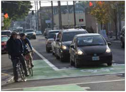 The use of bike boxes at intersections, indicated by clear pavement markings, can help to minimize conflicts between turning vehicles and cyclists. Bike boxes should be implemented where no right turns on red are allowed and supported by public education.