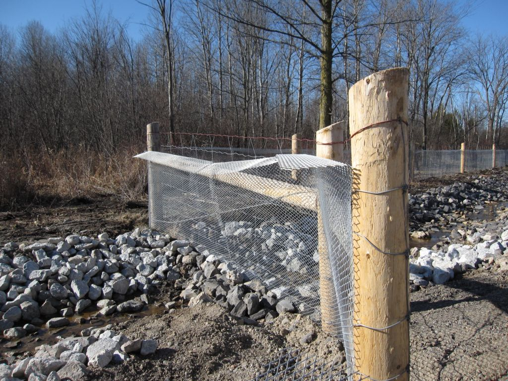 Anti-glare mesh/screen is used as a turtle barrier/fence to restrict turtle movement onto the roadway.