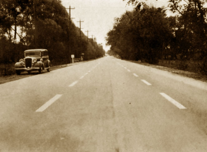 Centre lines on Highway 11, 1932. <br> Image from MTO's collection.