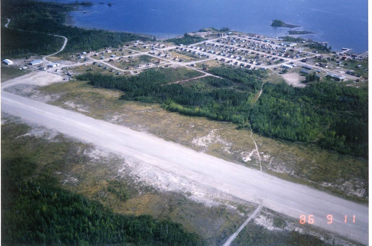 Aerial view of Fort Hope and the Fort Hope Airport in Northern Ontario, 1986. <br> Image from MTO's collection.